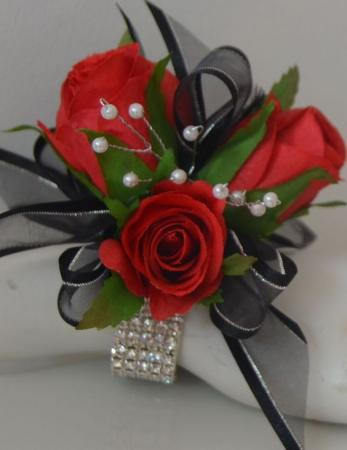 Red Spray Rose Wristlet Corsage