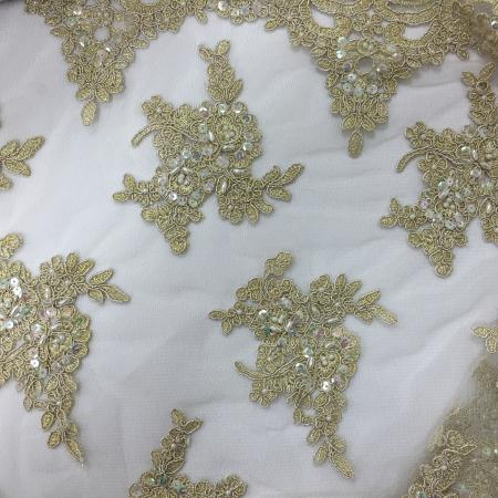 Gold Lace 132 Table Linen