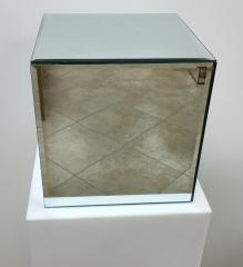 Large Cubic Mirror Pedestal 10\